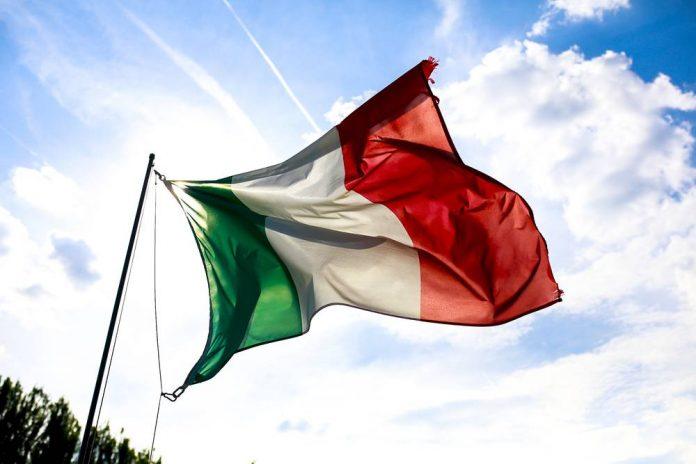 Bandiera Italiana (foto Shutterstock.com)