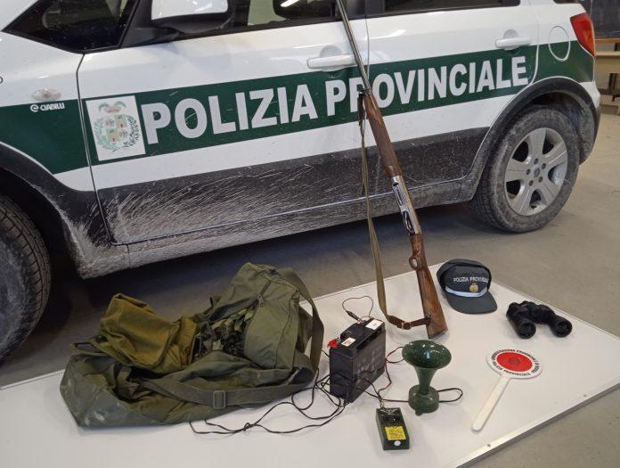 La Polizia Provinciale sorprende cacciatori fuori orario consentito con richiami vietati
