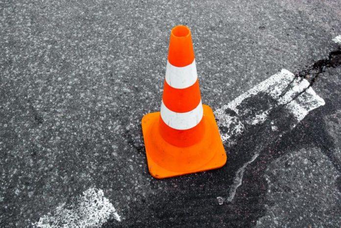 Cono stradale lavori (foto Shutterstock.com)