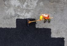 lavori stradali (foto di repertorio Shutterstock)